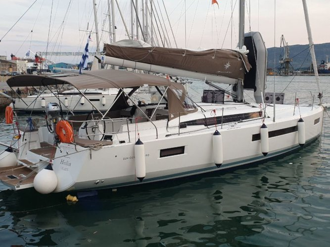 Get on the water and enjoy Volos in style on our Jeanneau Sun Odyssey 490