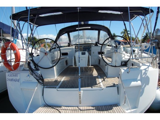 Enjoy luxury and comfort on this Jeanneau Sun Odyssey 519 in Las Galletas