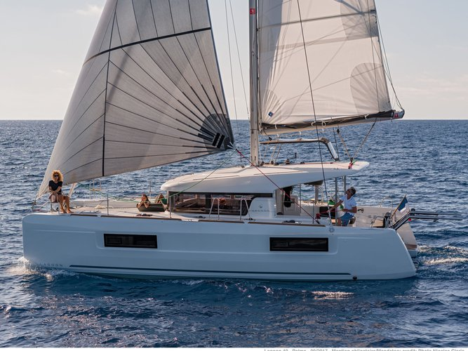Climb aboard this Lagoon Lagoon 40 for an unforgettable experience
