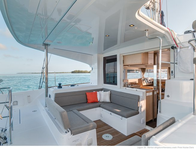 Discover Nosy Be surroundings on this 39 Lagoon boat