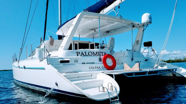 Discover Belize City surroundings on this 47 Leopard boat