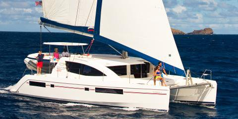 Enjoy sailing in Belize onboard this luxurious Leopard 4800
