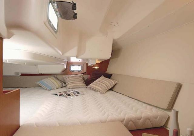 Monohull boat for rent in La Rochelle