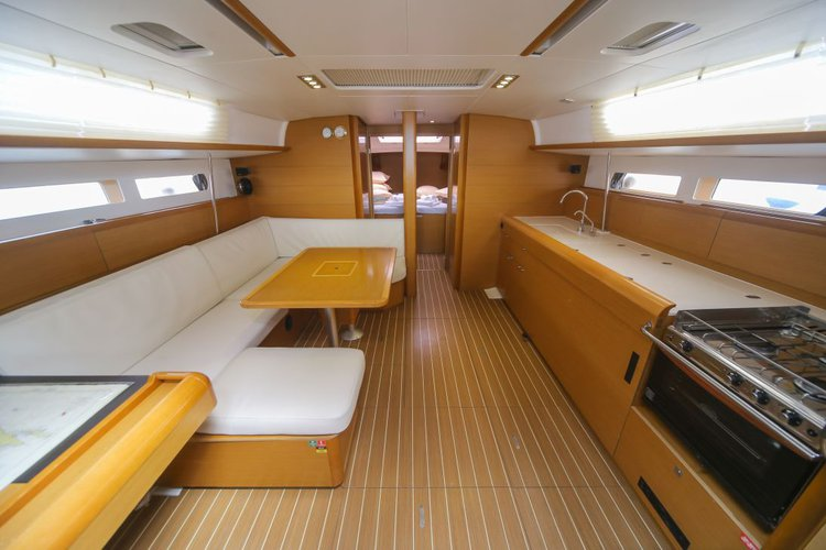 This 46.0' Sun Odyssey cand take up to 10 passengers around Saltsjöbaden