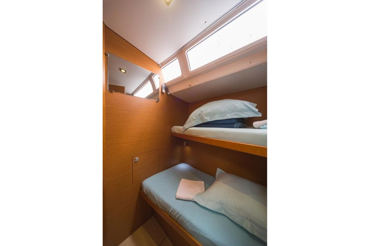 Discover  surroundings on this 509 Sun Odyssey boat