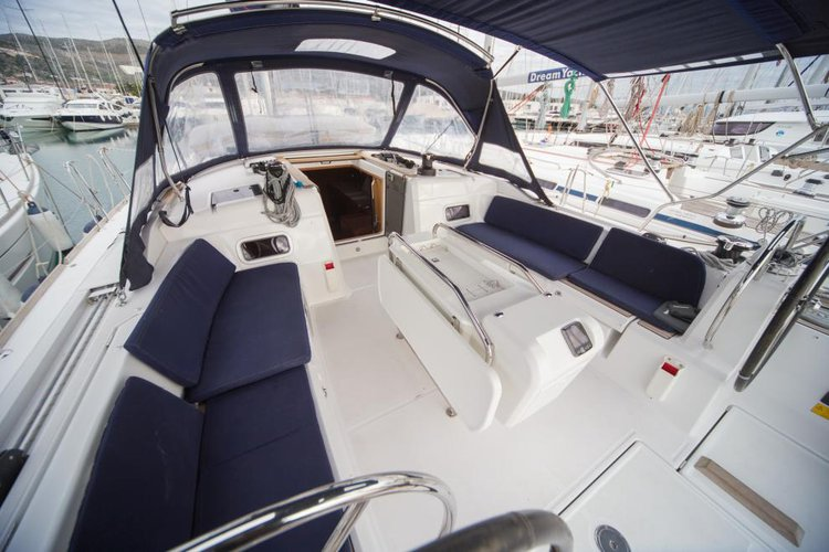 Up to 12 persons can enjoy a ride on this Monohull boat