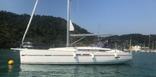 Sail the beautiful Paraty Water aboard this well equipped Yacht!