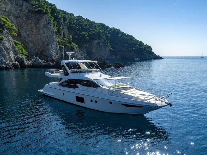 Jump aboard this beautiful Azimut Yachts Azimut 66