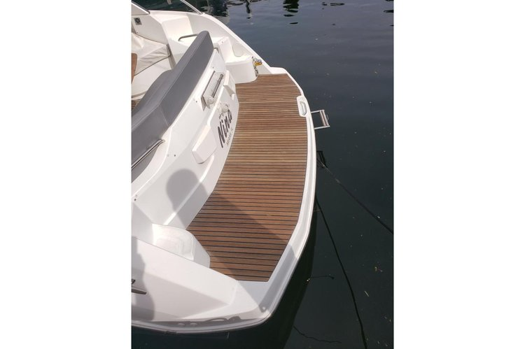 Discover Key Biscayne surroundings on this Gran Turismo 38 Beneteau boat