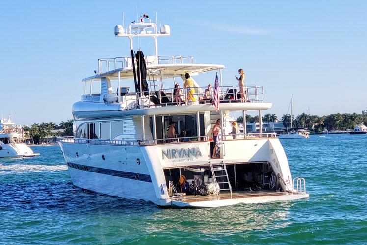 Discover Miami Beach surroundings on this H110 Horizon boat