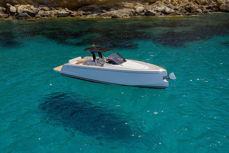 Boating is fun with a Motor yacht in Lavrion