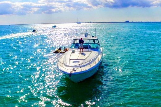 Up to 12 persons can enjoy a ride on this Cruiser boat