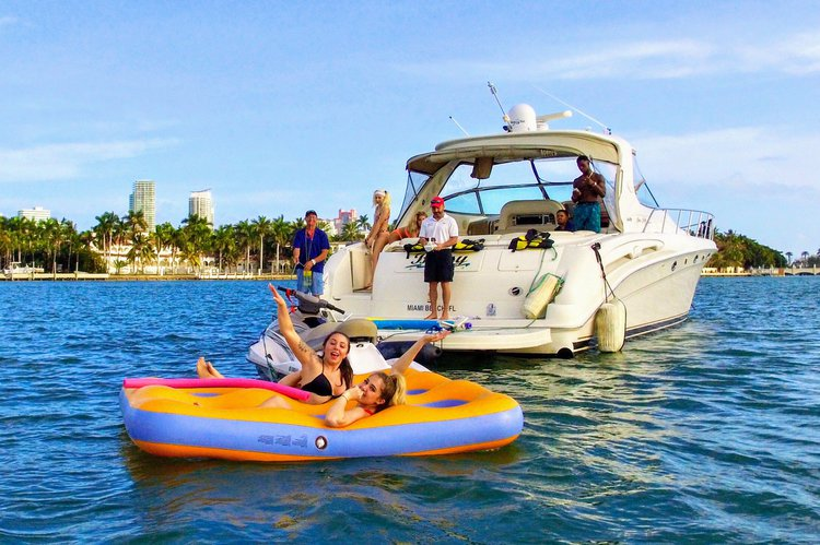 Cruiser boat rental in Island Gardens Deep Harbour, FL