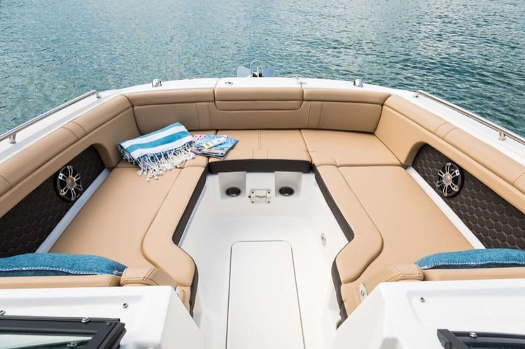 This 29.0' Sea Ray cand take up to 10 passengers around Sag Harbor