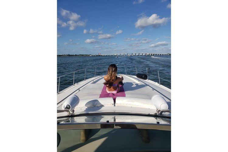 Discover North Bay Village surroundings on this Sundancer Sea Ray boat