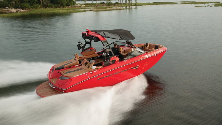 Discover Sag Harbor surroundings on this G23 Super Air Nautique boat