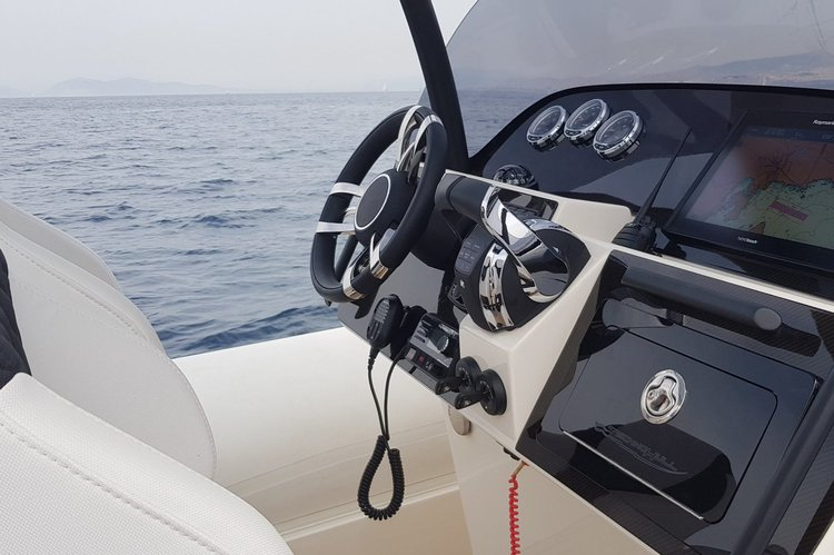Discover Athens-Hellinikon surroundings on this Sea DNA 999 G5 Technohull boat