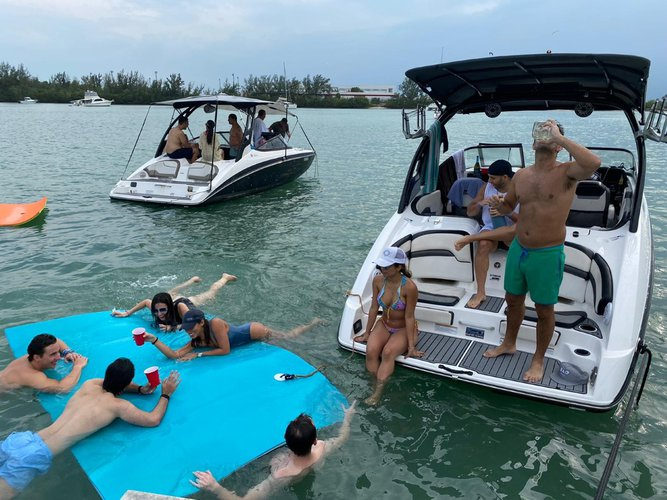 Bow rider boat rental in Miami Beach, FL