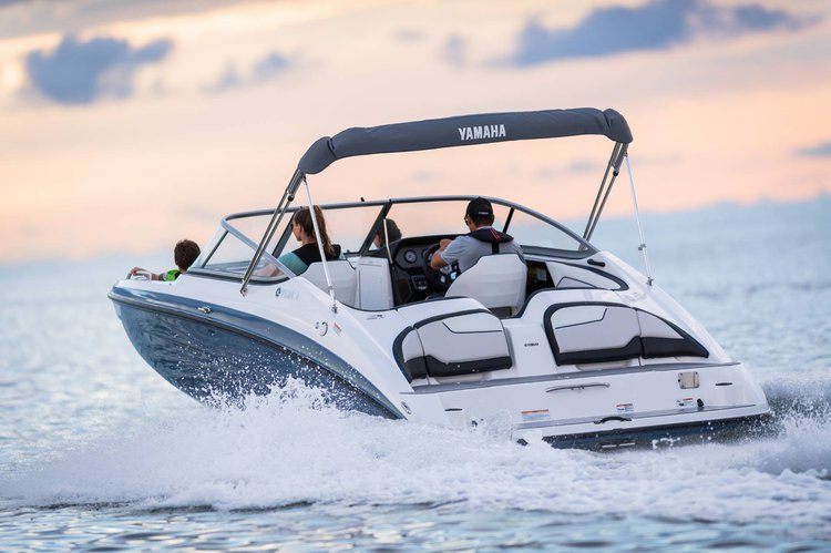 Discover Miami surroundings on this Sx210 Yamaha boat