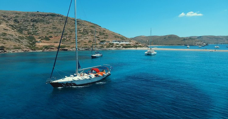 Up to 11 persons can enjoy a ride on this Monohull boat
