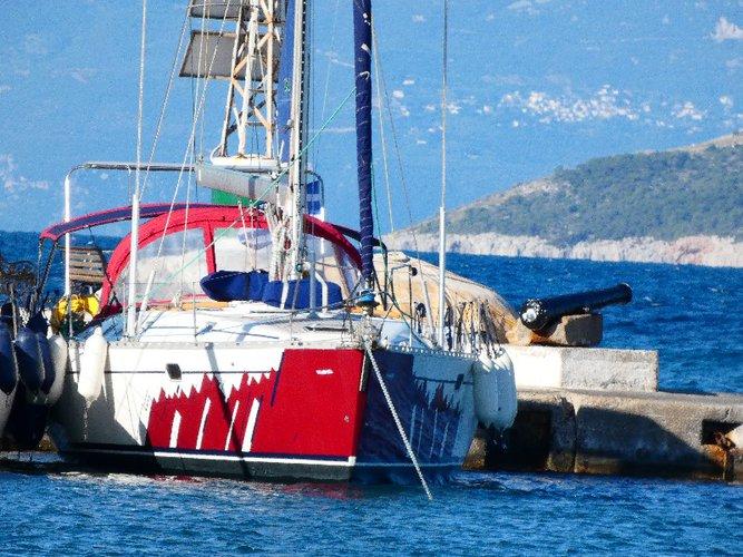 Monohull boat for rent in Paros