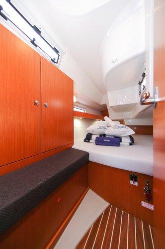 This 32.0' Bavaria Yachtbau cand take up to 6 passengers around Split region