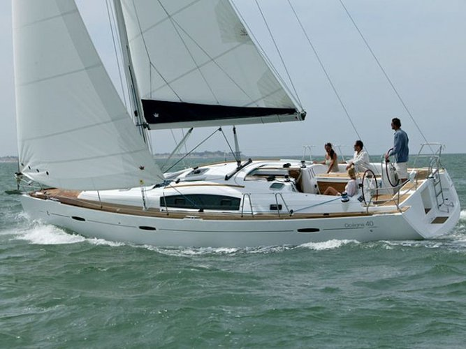 Charter this amazing sailboat in Corinth
