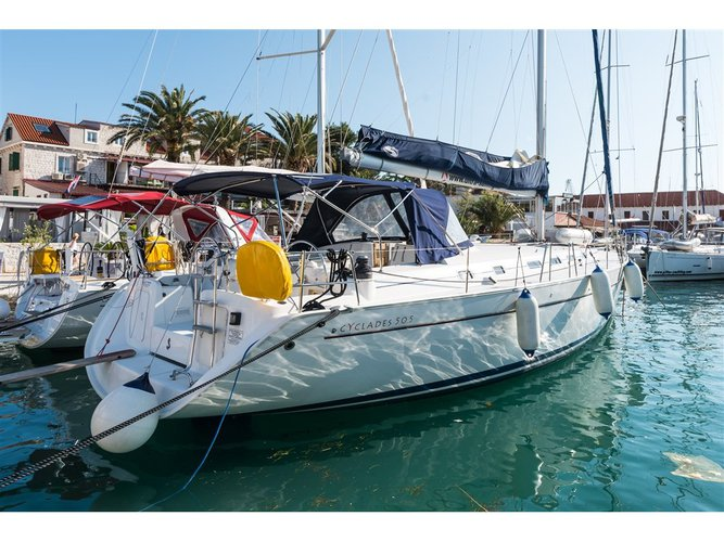 Sail the beautiful waters of Split on this cozy Beneteau Cyclades 50.5