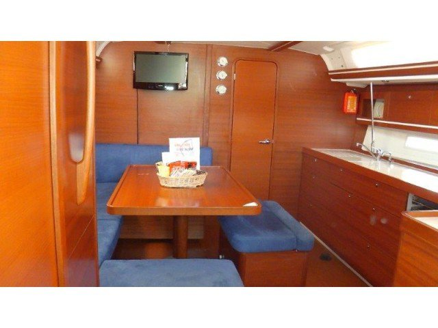 Discover  surroundings on this Dufour 450 GL Dufour Yachts boat