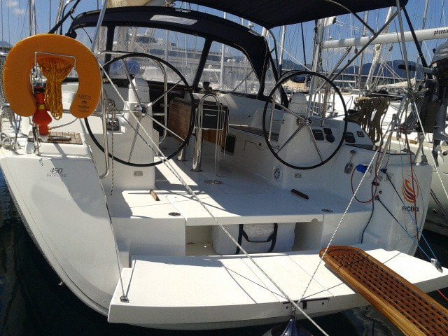 This 44.0' Dufour Yachts cand take up to 8 passengers around