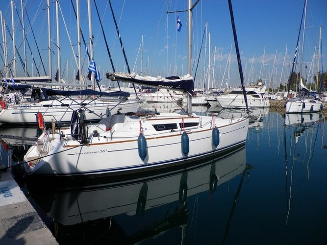 Take this Jeanneau Sun Odyssey 36i for a spin!