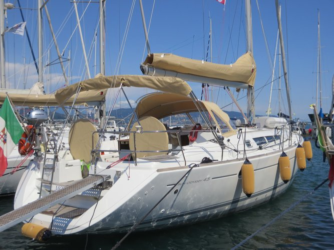 All you need to do is relax and have fun aboard the Jeanneau Sun Odyssey 45