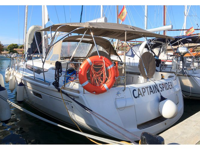 Relax on board our sailboat charter in Benicarlo