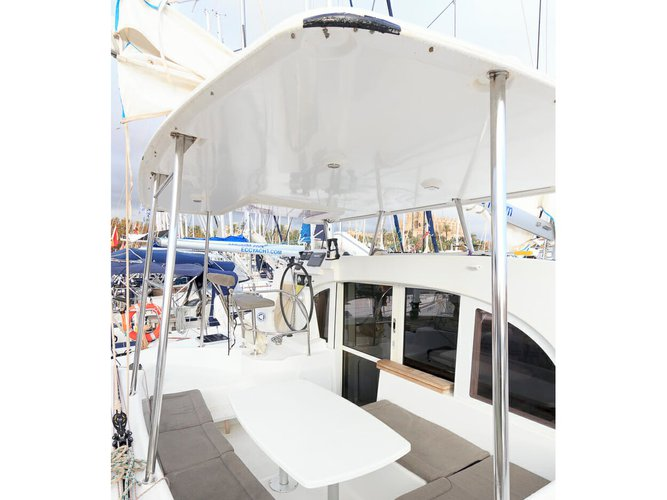 Enjoy luxury and comfort on this Lagoon Lagoon 380 in Santa Cruse de Tenerife