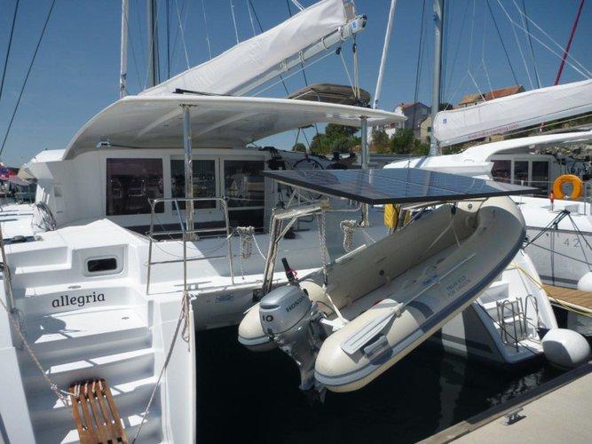 Rent this Lagoon Lagoon 421 (4+1 cab.) for a true nautical adventure
