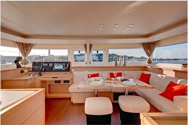 Catamaran boat rental in Alpine Marina, NJ