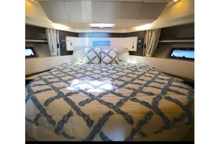 Discover Miami surroundings on this Express Azimut boat