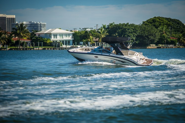 Discover Miami surroundings on this Sunesta Chaparral boat