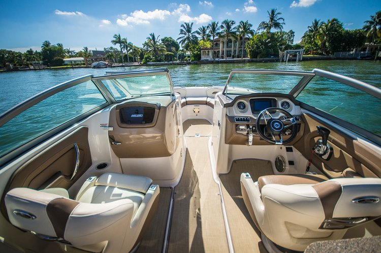 Bow rider boat for rent in Miami