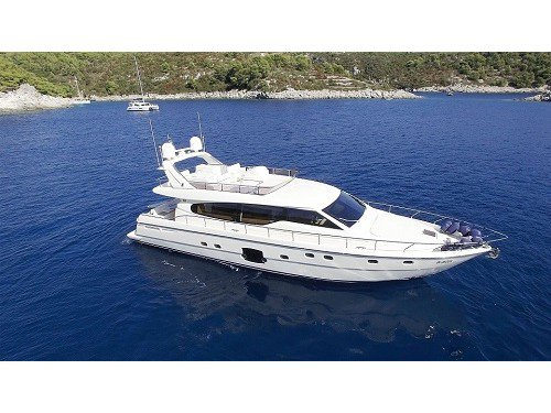 The perfect boat charter to enjoy  in style