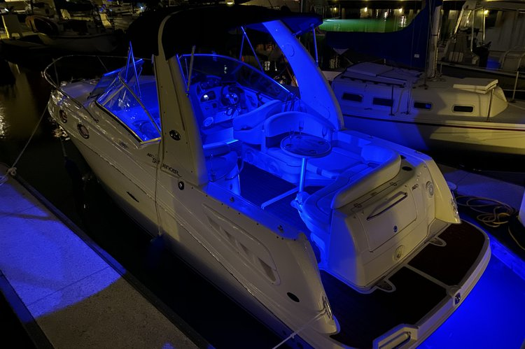 This 28.0' Sea Ray cand take up to 6 passengers around Marina Del Rey