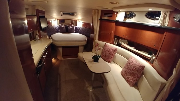 This 36.0' Sea Ray cand take up to 13 passengers around MIAMI