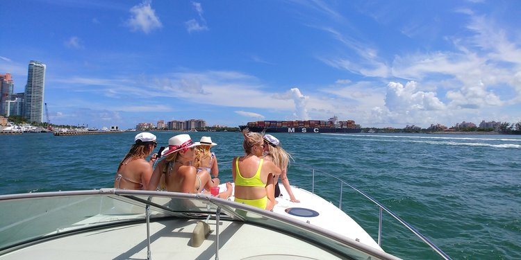 Sea Ray's 36.0 feet in MIAMI