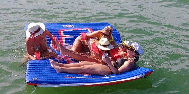 Motor yacht boat rental in LUMMUS PARK,