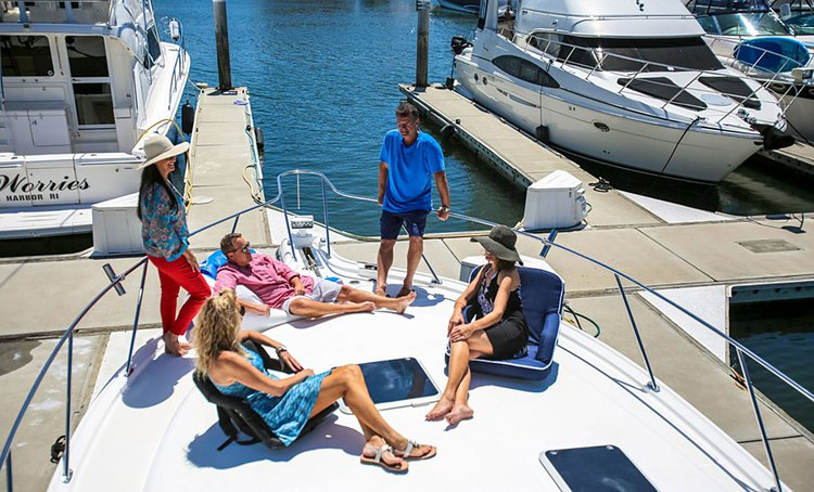 Discover Newport Beach surroundings on this Open 40 Tiara boat