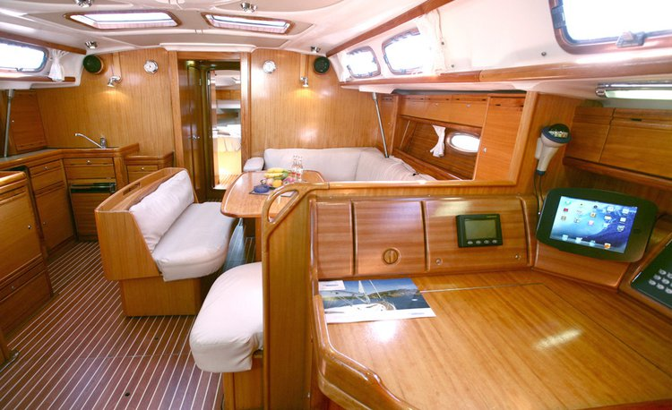 This 47.0' Bavaria Yachtbau cand take up to 8 passengers around Cyclades