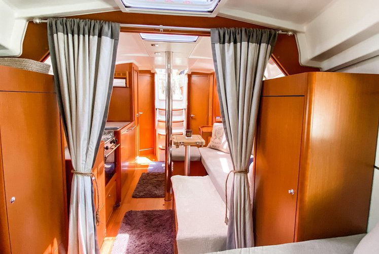 Discover Jersey City surroundings on this Oceanis 35 Beneteau boat