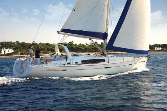 This 50.0' Bénéteau cand take up to 10 passengers around Split region