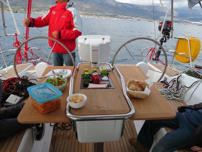 This 37.0' Hanse Yachts cand take up to 8 passengers around Split region