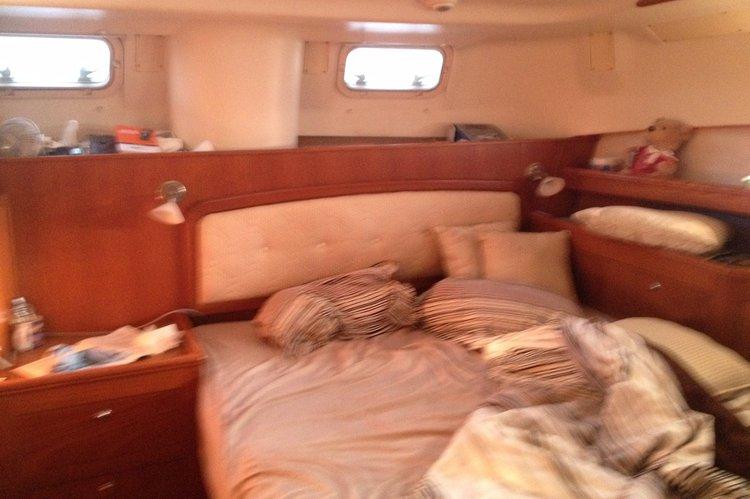 This 46.0' Hunter Marine cand take up to 11 passengers around Port Washington